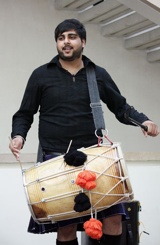 Punjabi percussion courtesy of Tigerstyle. Photo © Jenni Sophia Fuchs.