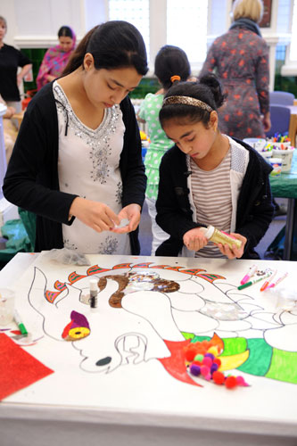 Decorating a picture of a Chinese dragon