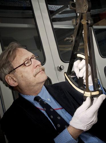 Dr Mörzer Bruyns examining a sextant