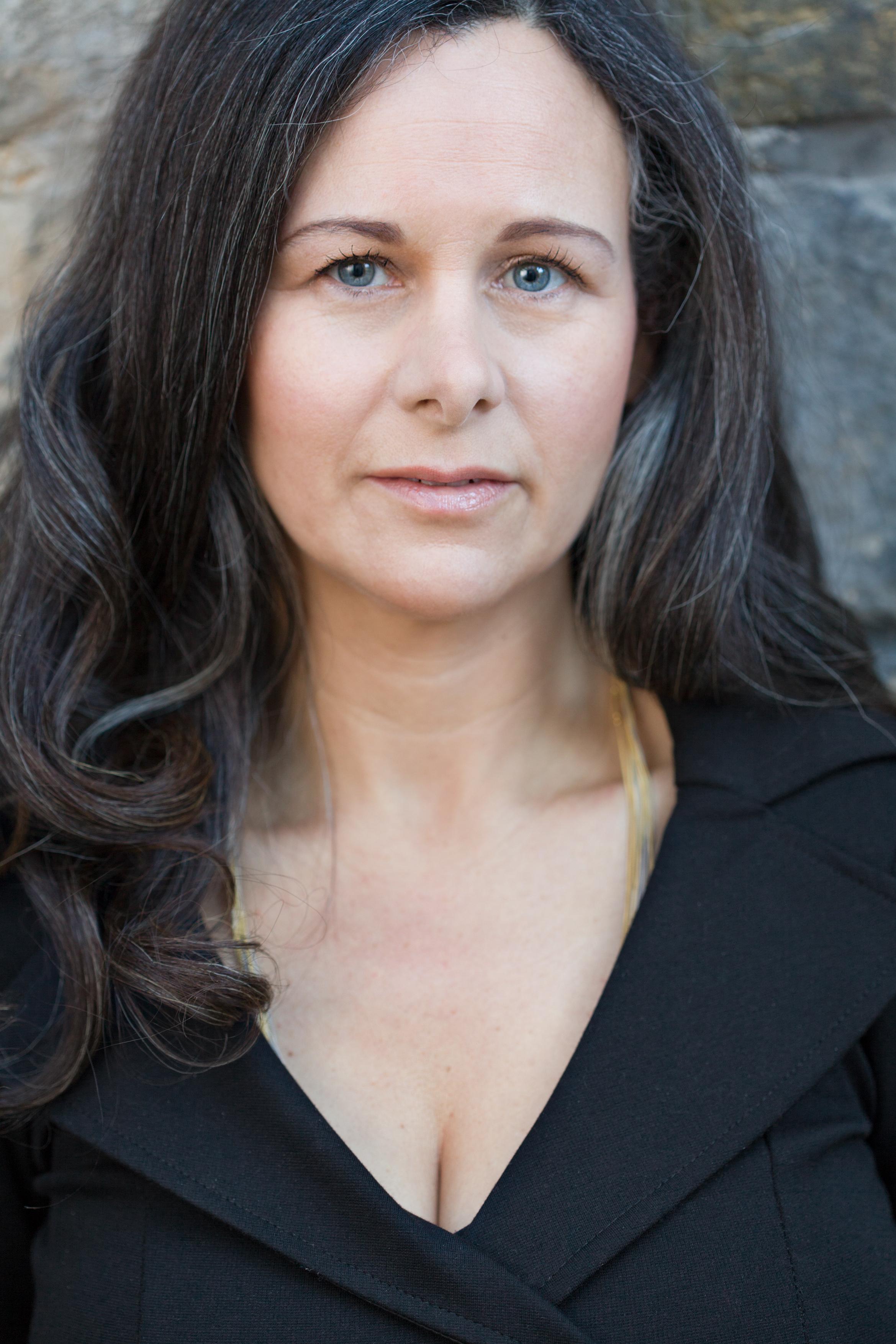 Sara Sheridan author of Brighton Belle