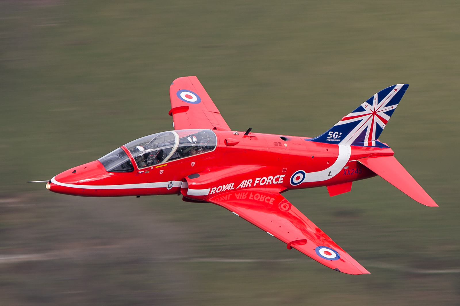 Red Arrows sporting new livery © Tom Hunter
