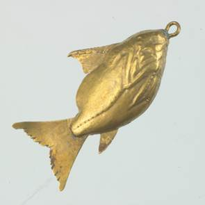 Gold fish pendant found at Harageh