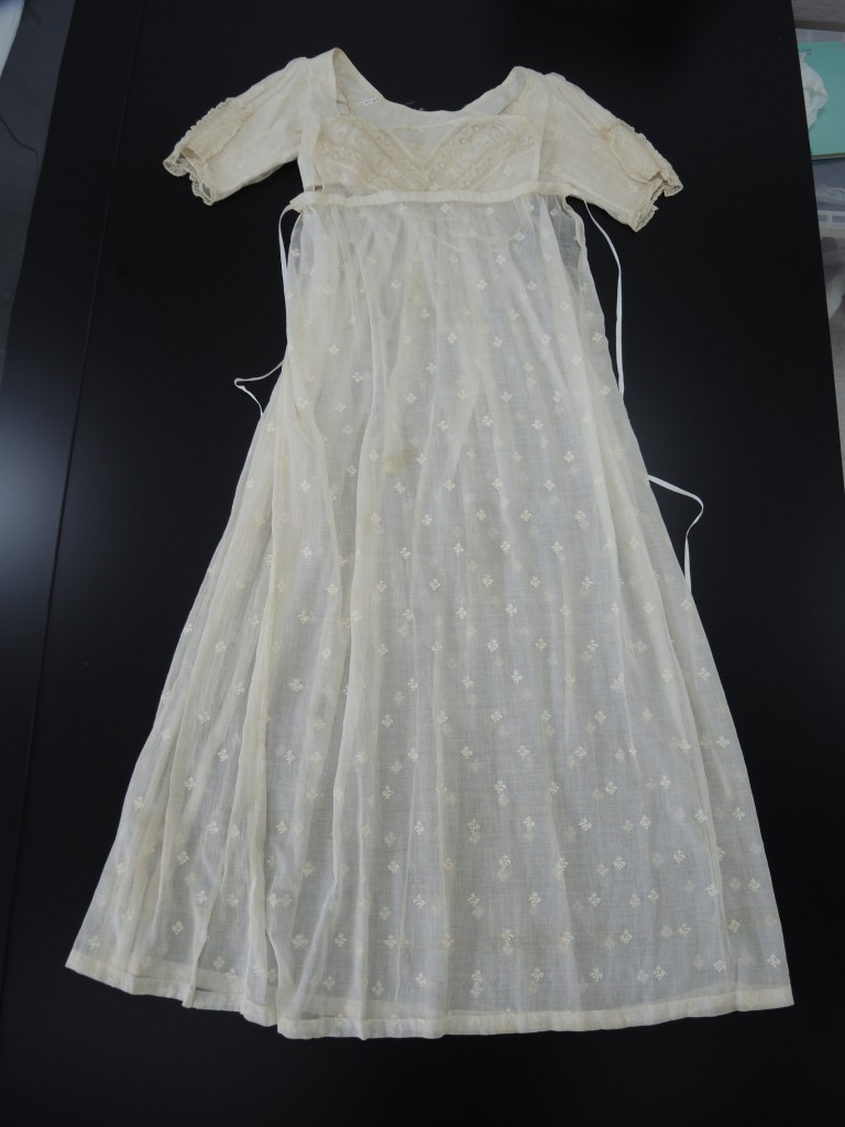 The muslin dress before mounting