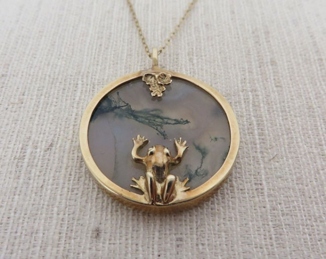 Gold and Moss Agate Frog and Lily Pad Pendant, 1970s, by Norman Grant was acquired by Aberdeen Art Gallery Museums along with six other pieces © Aberdeen Art Gallery and Museums Collection