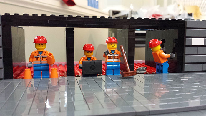 The mini builders lay the foundations for the museum. Photo by @TheMiniBuilders.