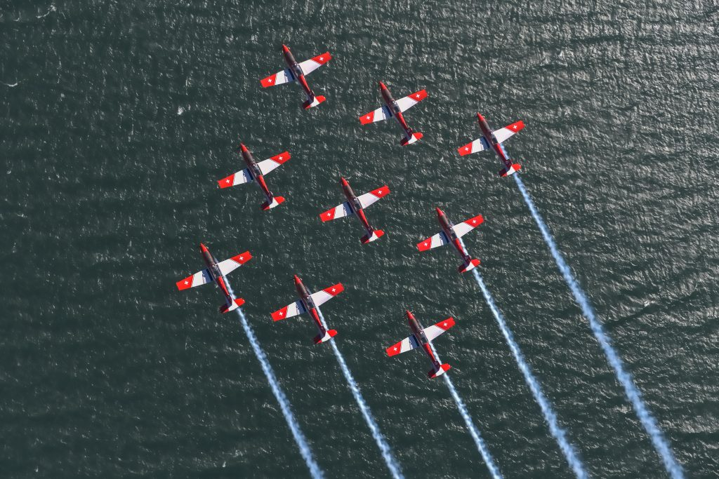 Swiss Air Force PC-7 team in diamond Genfersee © Swiss Department of Defence, Public Defence and Sport DDPS