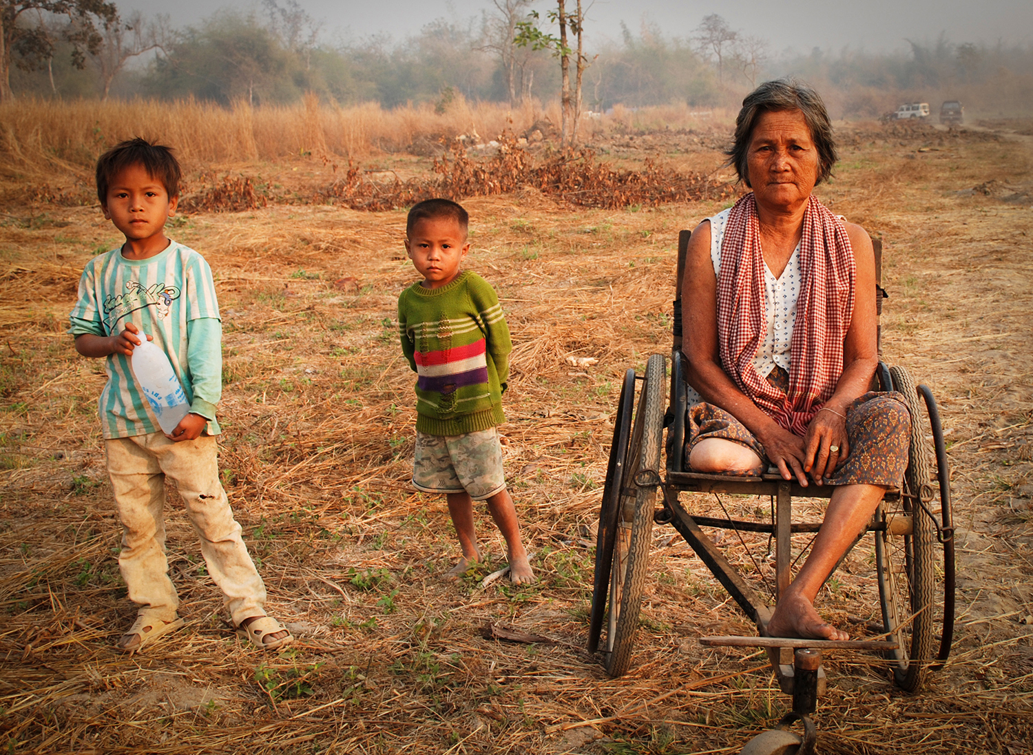 An amputee with her grandchildren in Cambodia © The HALO Trust