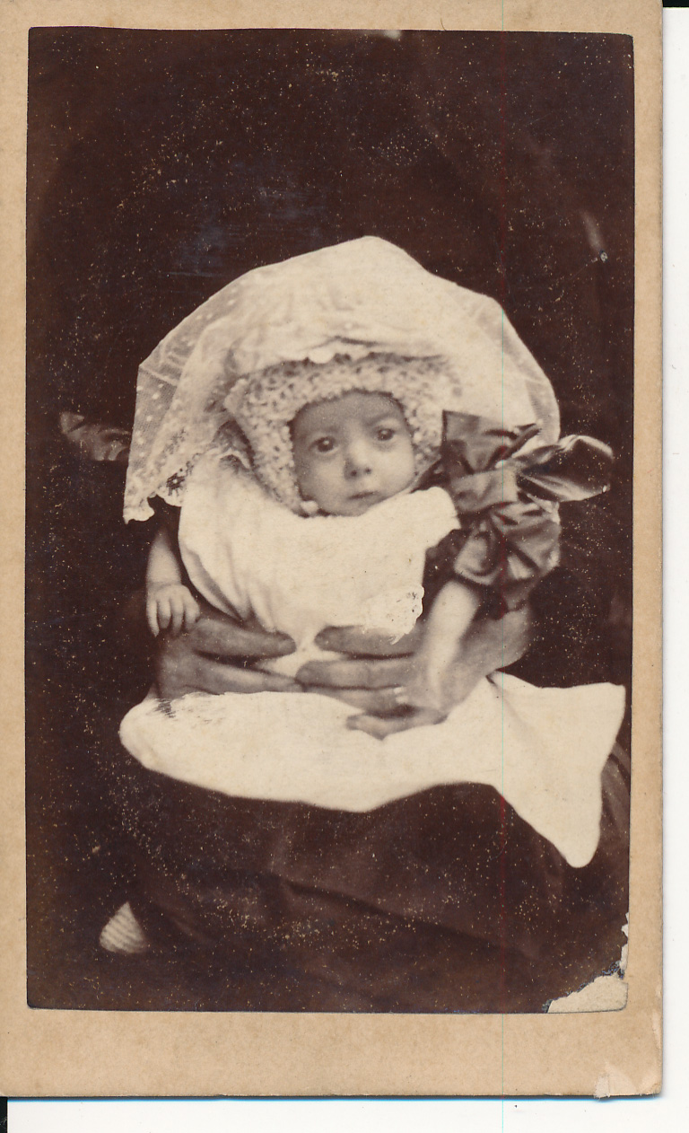 Carte-de-visite shows a women holding a small child