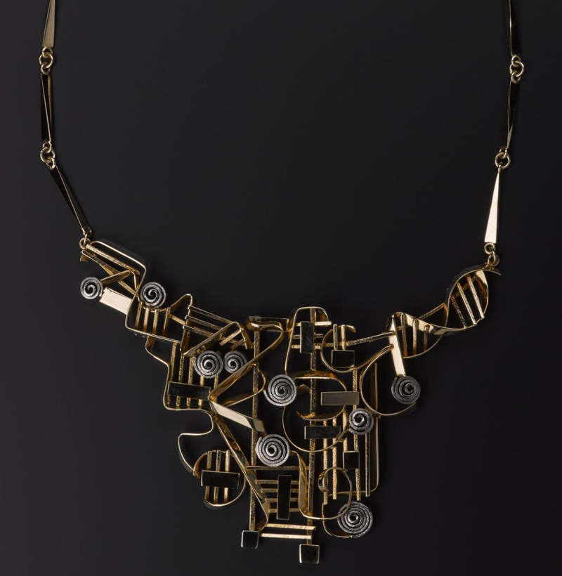 18ct gold and white gold necklace by Claës Giertta, Sweden, 1966 © Claës Giertta. On display in Modernist Jewellery at the National Museum of Scotland until 29 April 2018.