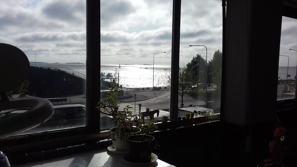 Janna's studio wonderfully overlooks the bay in the industrial district of Munkkisaari.