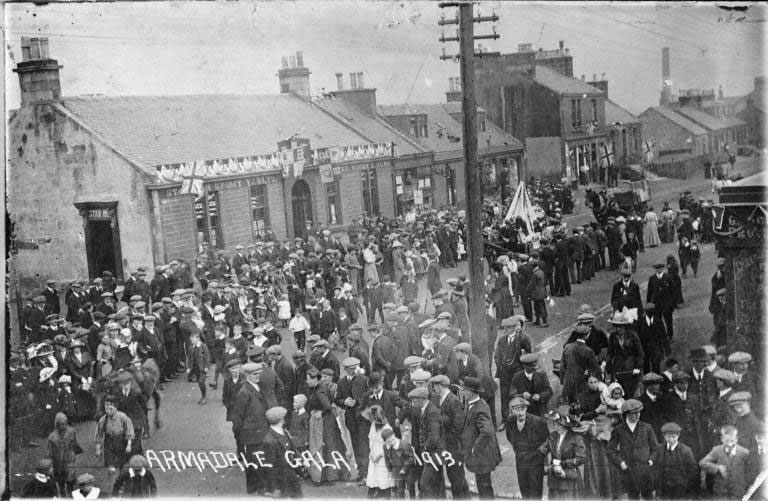 Crowds line the street to watch the procession during Armadale Gala Day, West Lothian, 1913. Scottish Life Archive, 000-000-464-917-C.