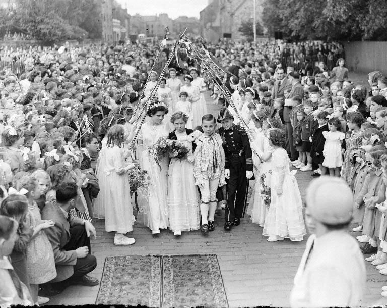 Dalkeith gala day - Queen and attendants. © The Scotsman Publications Ltd. Licensor www.scran.ac.uk. (Original glass plate negative held in the Scottish Life Archive.)