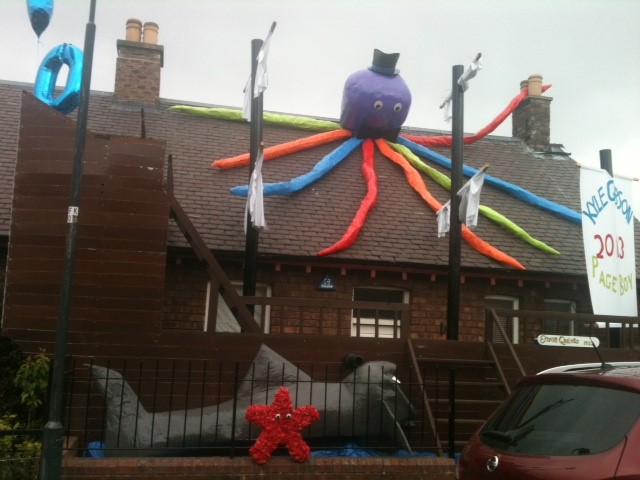 Decorated cottage in Newtongrange for the 2013 centenary gala. © Mary Anderson