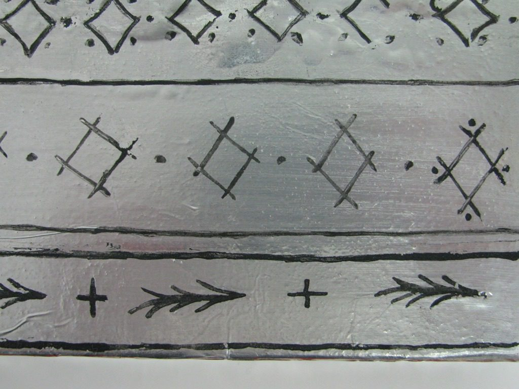 Sample pattern for the border of the Virgin's cloak, black lozenges and leaves on silver.